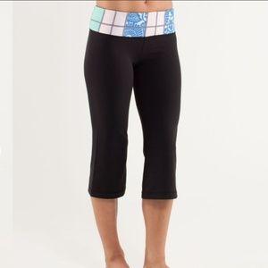 Womens Lululemon Black Groove Crop Leggings Size 8
